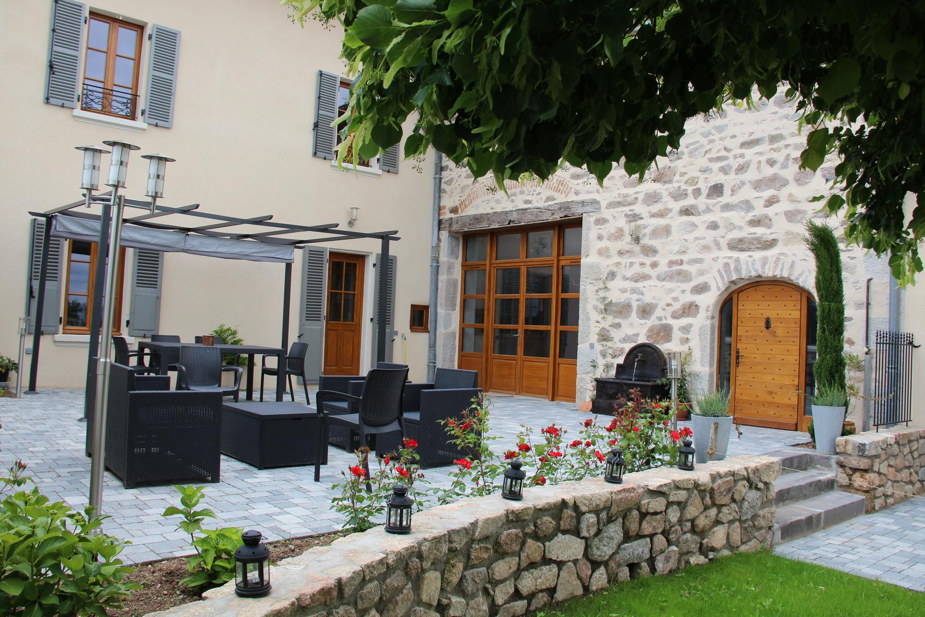 La terrasse aménagée du Domaine Delabaude