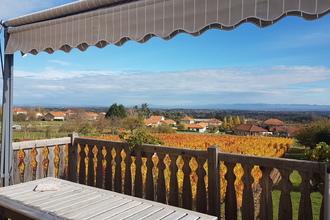 Terrasse équipée avec vue sur les vignes