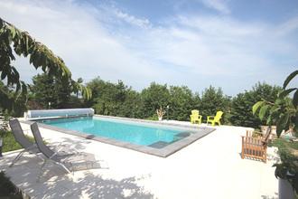 La piscine du Domaine Delabaude