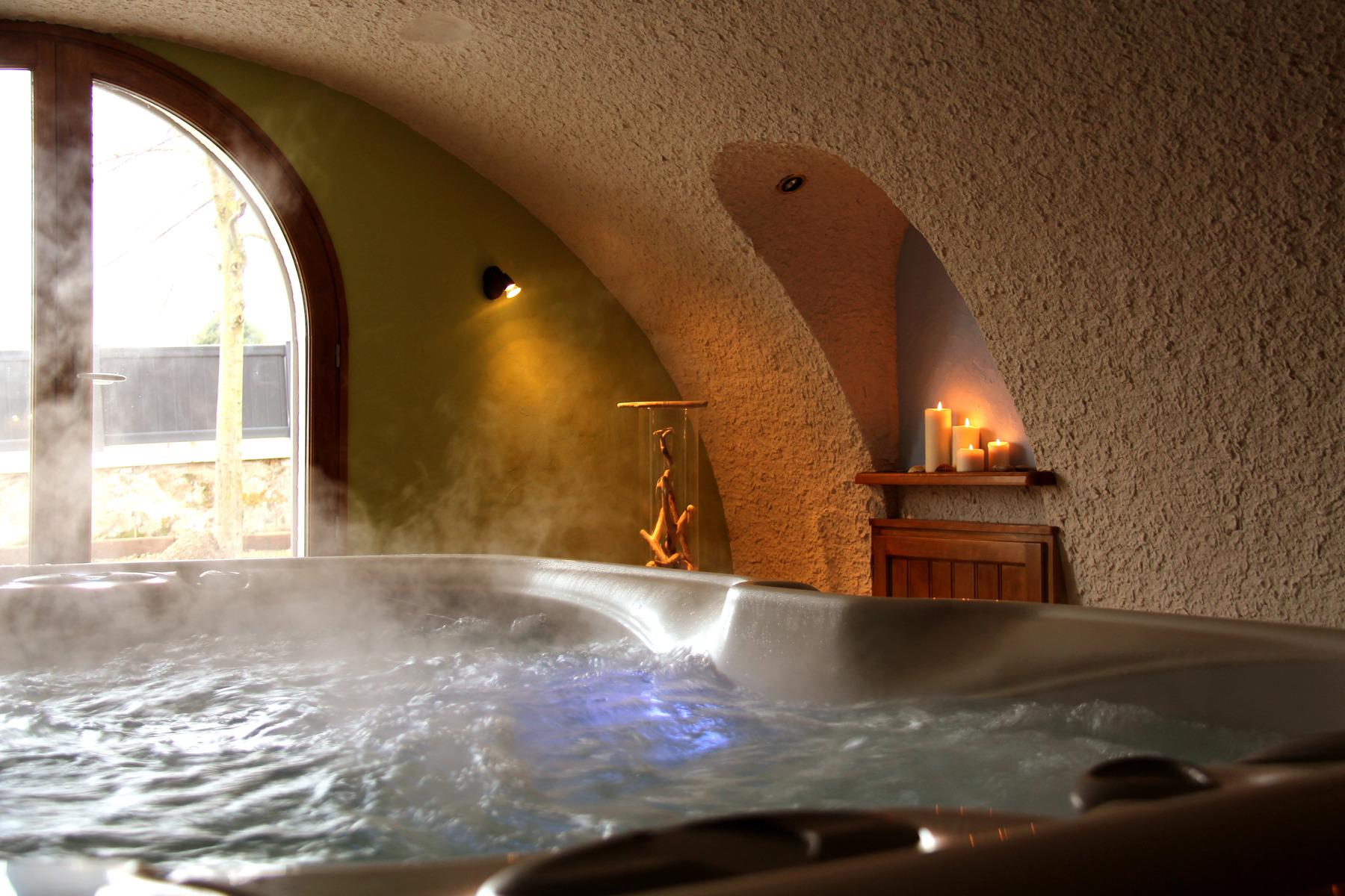 chambre d 39 h tes avec spa c te roannaise chambre d 39 h tes avec sauna domaine delabaude. Black Bedroom Furniture Sets. Home Design Ideas